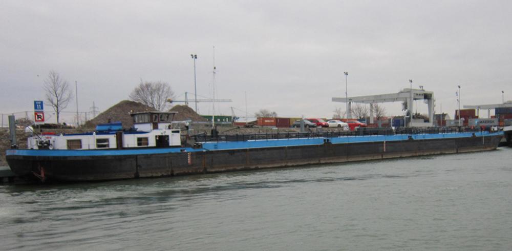 Bild des Tankmotorschiffes als Trägerschiff der zukünftigen MÜB vor Umbau im November 2013
